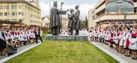 Több ezres tömeg ünnepelte a Márton Áron-szoborcsoport felavatását Csíkszeredában